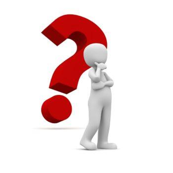 Illustration af en person med et stort spørgsmålstegn bag