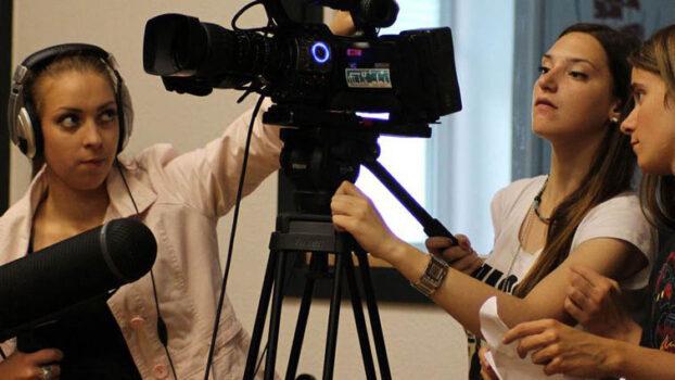 Unge arbejder med video på kurset Video Action Learning
